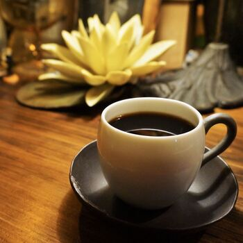 こちらのお店では、こだわりのエイジングコーヒーが味わえます。世界中から厳選されたコーヒー豆を、ネルドリップ式で丁寧に注いだ一杯は、コクがあって香ばしい仕上がりに。ブレンドは2種類、ストレートは7種類用意されています。
