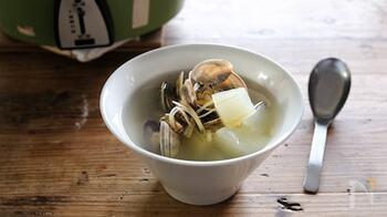 シンプルに塩味で素材の旨味を活かした台湾スープ。なかでも代表的なのがあさりを使ったグーリータンです。海鮮のダシが出た旨味たっぷりのスープに、冬瓜をプラスしてボリュームのある一品に。