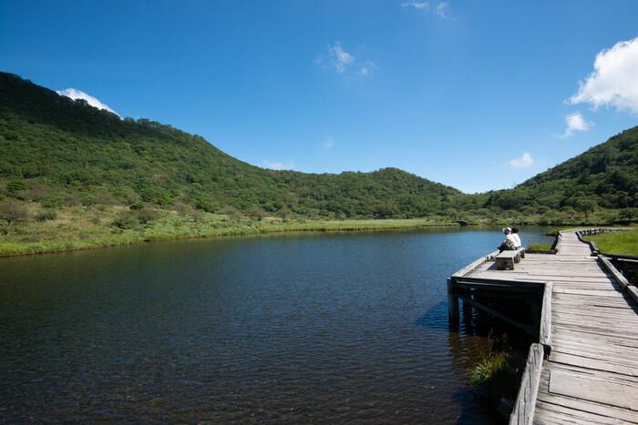 """画像上/「覚満淵(かくまんぶち)」(ハイキングコースとして人気が高い、赤城山にある湿原。尾瀬の美しさを彷彿とさせ、周囲約1kmほどなので""""小尾瀬""""とも呼ばれている)"""