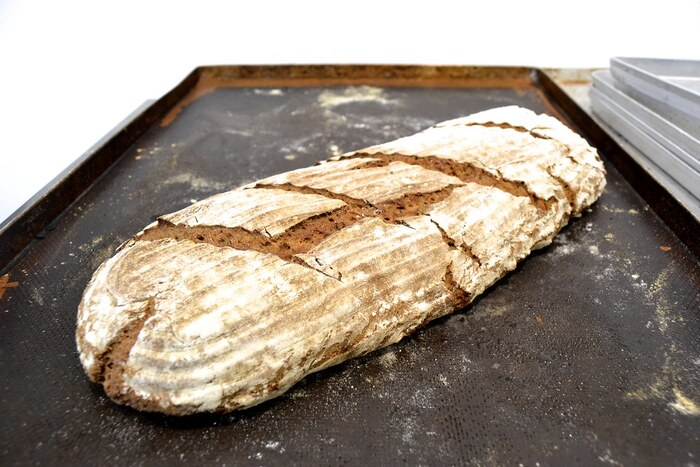 「ミッシュブロート」は同量の小麦粉とライ麦粉をミックスさせたパンの総称。ドイツではとてもポピュラーなパンです。酸味も程よく、日本人にも食べやすいパンです。