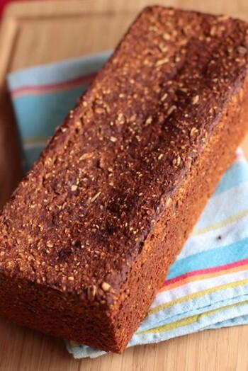 全粒粉を使用したパンを「フォルコンブロート」といいます。食物繊維が豊富でとってもヘルシー。穀物の旨味がギュッと詰まったパンです。