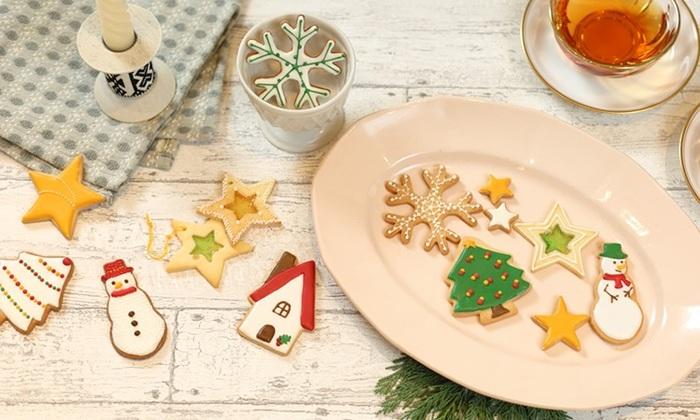 アイシングクッキーは、クッキー一枚一枚の存在感がぐんとアップするので、アイシングクッキーだけでも華やかなスイーツになります。クリスマスにはぜひ、おなじみのモチーフをはじめ素敵なアイシングデザインに挑戦してみてください。アイシングは、線を描く用と塗りつぶす用で固さを変えるのがコツです。