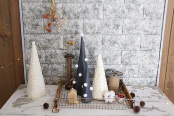 画用紙を土台にして作る北欧風のクリスマスツリー。色やサイズ違いで数個作ると、並べたときバランスが◎とっても簡単なので、お子さんと一緒に作っても楽しいですよ。
