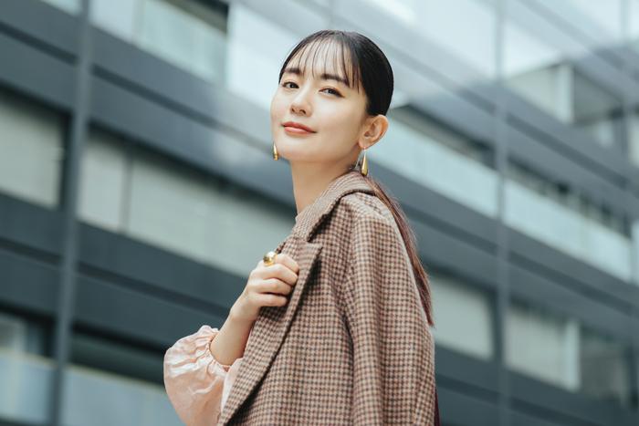 なかむら・ゆり 1982年生まれ。15歳でアイドルデビューし、21歳で女優に転身。以後、映画、TVドラマ、舞台で活動を続ける。30代後半でその美しさが改めて注目され、女性誌の美容モデルとしても活躍中