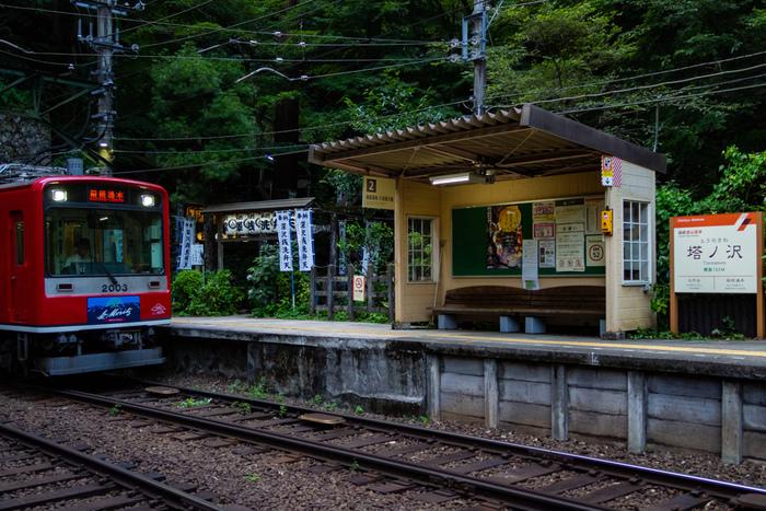 神奈川県足柄下郡箱根町にある塔ノ沢駅は、箱根登山鉄道鉄道線の沿線上にあり、1920年10月21日に開業された鉄道駅です。