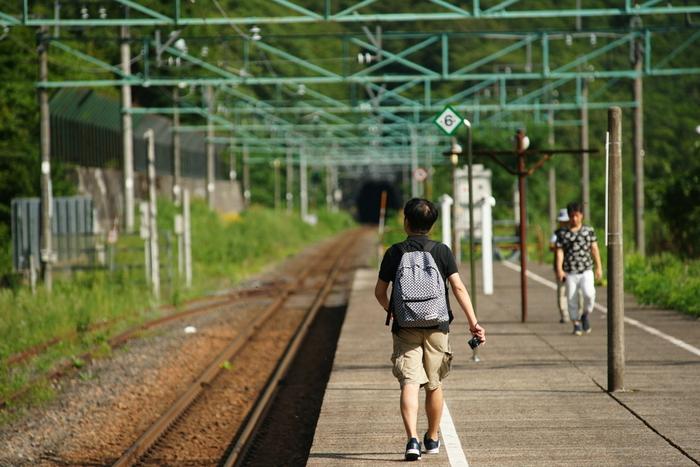 土合駅は、高崎方面へ向かう上り線が地上駅にあり、宮内駅へ向かう下り線が地下にあるという珍しい構造をしています。