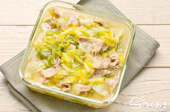 とろとろに煮込まれた白菜がたっぷり入った、和風のホッとする味。豚バラと白だしで旨味もたっぷりです。
