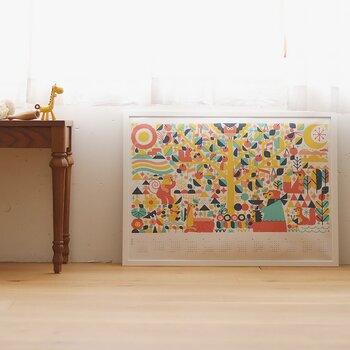 横長の大きなカレンダーは、フレームに入れてポスターのように飾れます。床に直置きしてもおしゃれ。カラフルな色使いと可愛い動物たちのイラストは、お部屋が明るくなって楽しい気分になりますね♪