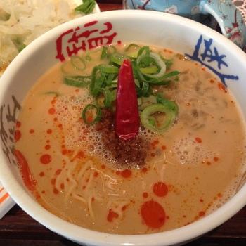 坦々麺初心者さんでもOK、マイルド味な坦々麺は辛すぎず優しい味わい。細麺に絡み合うスープがたまりません。