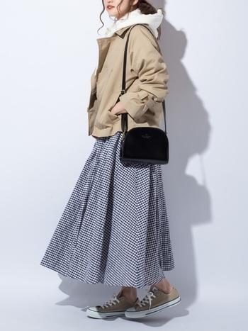 こちらはショート丈のトレンチコート。ロングを既に持っているという方は、プチプラでショート丈を追加すると、着こなしの幅がぐんと広がりますよ♪ロングスカートやワイドパントとも相性◎