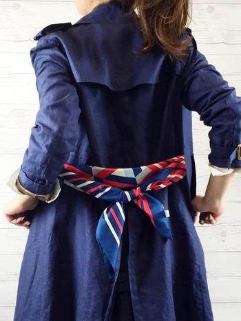 ベルトをスカーフに変えて、ちょっぴり個性をプラスしてみるのも◎コーデによって、スカーフを変えても素敵ですね。周りと差をつけた着こなしが楽しめますよ。