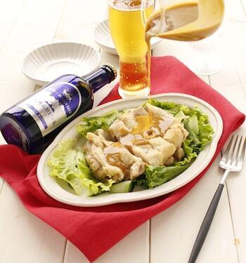 ねりからしの辛みがアクセントになり、食欲をそそるレシピ。鶏肉を蒸している間に味噌だれを作ることで時短になります。ビールとの相性も良いのでおつまみにも◎
