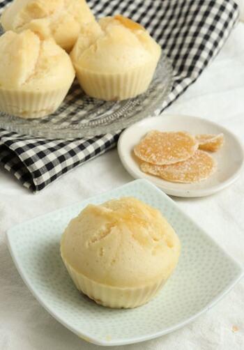米粉で作る、もちもち蒸しパン。生姜入りなので体がポカポカ温まります。また、お砂糖の代わり甘酒を使っているので、ヘルシーなのも嬉しいところ。作る時のポイントは、強火で蒸すこと。パックリとして割れ目ができます。