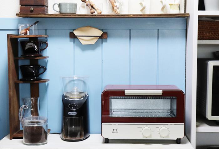 電子レンジやオーブントースターは重量があり、一度置くとあまり移動させないキッチン家電。また、放熱する家電なので、周辺にあまりモノを置かず上にも十分なスペースを取れる置き場を探してみてください。