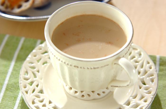 ホッとする甘さが人気のミルクティー。きな粉と黒糖を入れることによって味に深みが増します。