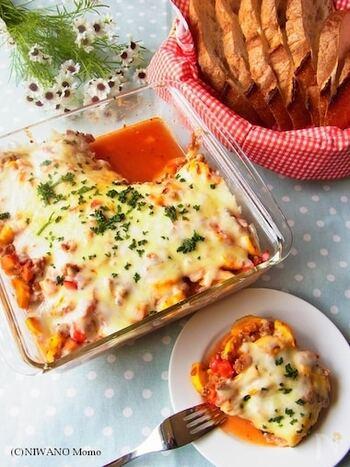 ジャガイモ入りのボロネーゼをグラタンにアレンジしたレシピです。ソースはどんな野菜とも合うので、冷蔵庫のリセットにも。見た目もお腹も大満足な一品です。