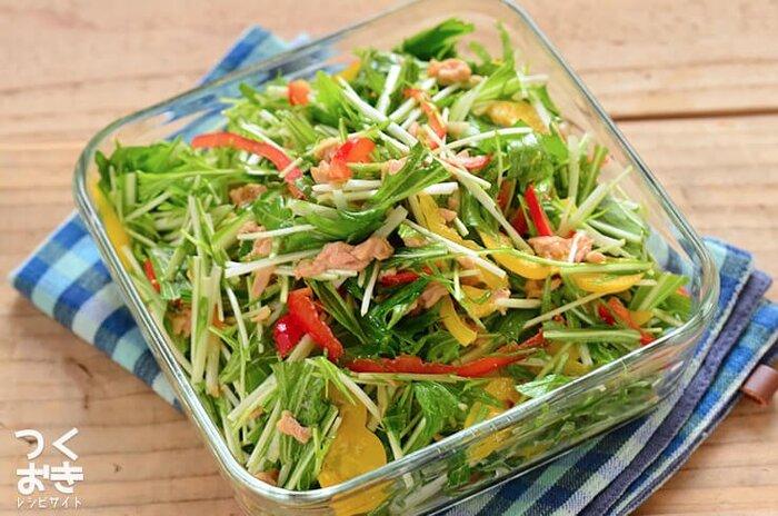 パプリカが入って彩りの良い簡単サラダ。切って和えるだけなので、こちらも5分で完成。お好みでマヨネーズをちょっと足してみてもgood!