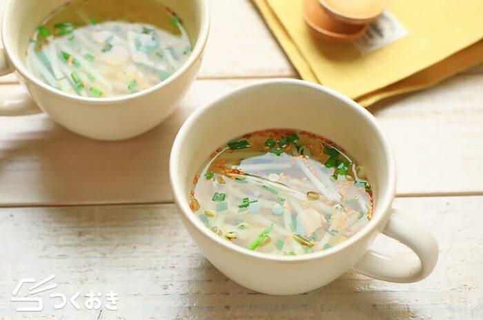 5分で作れる簡単もやしスープです。冷蔵庫で余らせているもやしを消費するのにもよさそう。材料も少ないので手軽に作れますよ。