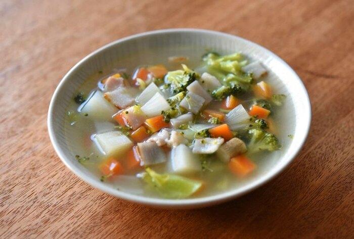和風だしベースの優しい、トマトは入っていないミネストローネです。根菜をたっぷり使うことで、不足しがちな食物繊維を取れますよ。