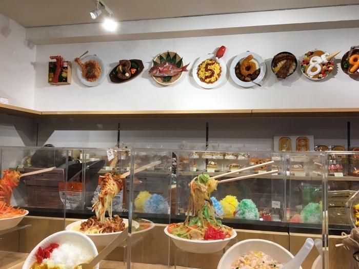ひと昔前まではショーケースに並んでいるだけだった食品サンプルですが、ユニークさやリアルさが再注目されています。「元祖食品サンプル屋」では、そんな食品サンプルの製作体験ができるんですよ。