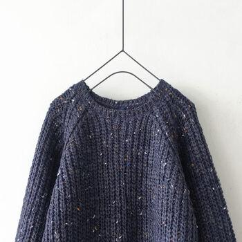 ウールの他、アルパカ、モヘアが混ざった暖かく柔らかい質感のニットプルオーバー。シンプルで素朴な畔編みにナチュラルなカラーが素敵。程よくボリューム感もあり、袖がふんわりしているのもかわいい。着回し力も高くて優秀なのに、お値段は手頃というのも嬉しいポイントです。