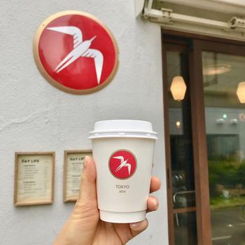 """北欧ノルウェーに本店を構える「フグレン」が、2012年に海外初進出店として渋谷に開いたのが「フグレントウキョウ」。店名の""""フグレン""""はノルウェー語で""""鳥""""を意味しています。赤いロゴマークが可愛くて、ついつい写真を撮りたくなります*"""