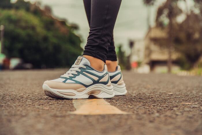 いつも目標が達成できずに失敗に終わってしまうという方は、目標を高く設定してしまっていたのかもしれません。現実的ではない目標は、いつの間にかやらなくなってしまう原因につながることも。 また「毎日必ず手作りのお弁当を作る」「毎日一駅分歩く」などは、健康的でヘルシーな生活のためにはとても良い目標ですが、体調がすぐれない日があったり急に状況が変わって変更を余儀なくされたりなど、思い通りにいかない日も出てくるかもしれません。