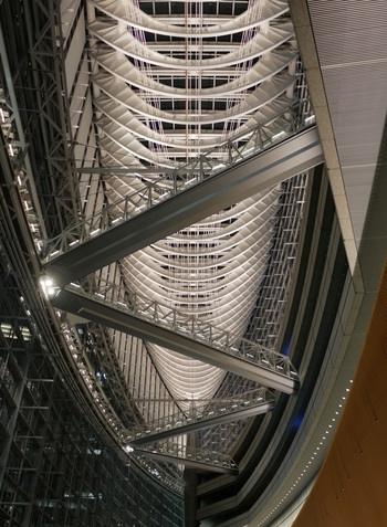 建築写真集というと荘厳なガウディの建築物や絢爛豪華なヨーロッパの美術館などを、巨大で豪華なものを思い浮かべることが多いものですが、たまには視点を変えて、テーマ性のある日本の建築物を見てみるのも面白いということがお分かりいただけたでしょうか。