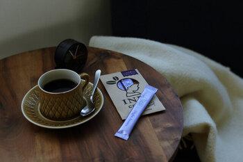 忙しい時でも手軽に飲める、スティックタイプのデカフェコーヒー。直接お湯を注げばすぐ出来上がり!コロンビアとグアテマラのブレンドで、カフェイン除去率は99.85%です。