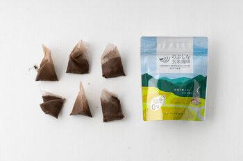 中挽きのティーバッグと、細挽きのドリップバッグの2種類から選べます。ティーバッグは煮出しや水出しにもできて便利!