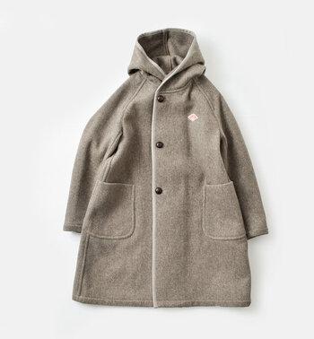 人気のワークウエアブランド「DANTON(ダントン)」のウールモッサフードコート。長すぎず短すぎない着丈で、デイリーに羽織りやすいベーシックなデザインです。