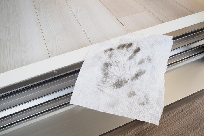 擦った部分の汚れが見事にシートに映っているのが分かります。挟んでお掃除すれば、一層キレイになりますよ。