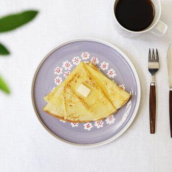 北欧らしい花束をモチーフにしたデザインが、食卓を華やかにワンランクアップしてくれそうです。