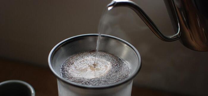 フィルターはステンレス製だから、コーヒーの油分を取り去ることなく豆本来の香りを存分に楽しむことができます。豆の挽き具合は中挽きからやや粗挽きがおすすめだそうです。
