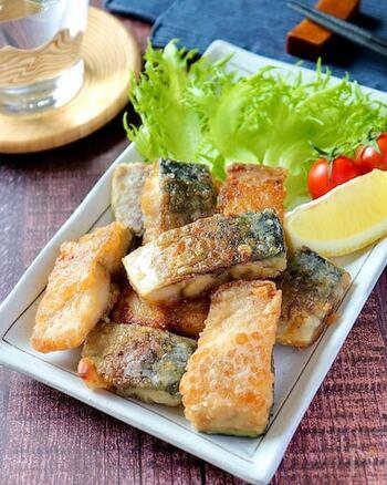 魚が好き!という方にはこちらの作り置きおかずがオススメ。調味料に漬けたサバを片栗粉でコーティングすることで、冷めても美味しくふっくらと仕上がりますよ♪小さく切ってあるので食べやすいのもポイントです。
