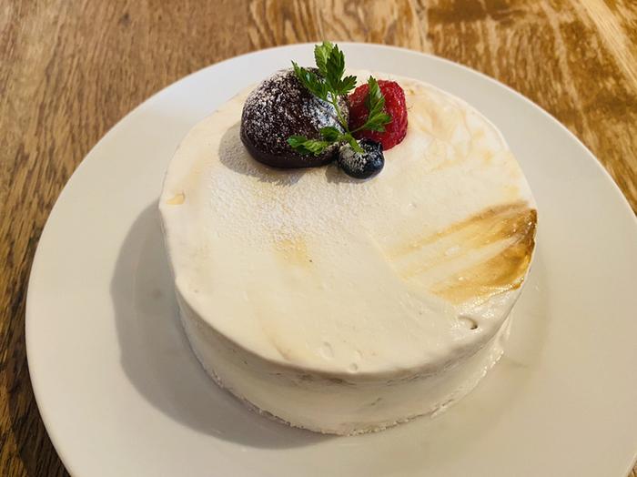 というのも、まるでケーキのようなこのビジュアル。しかし一口すくうと中はかき氷なのです*季節のメニューがどんどん登場するので、1年中楽しめます♪