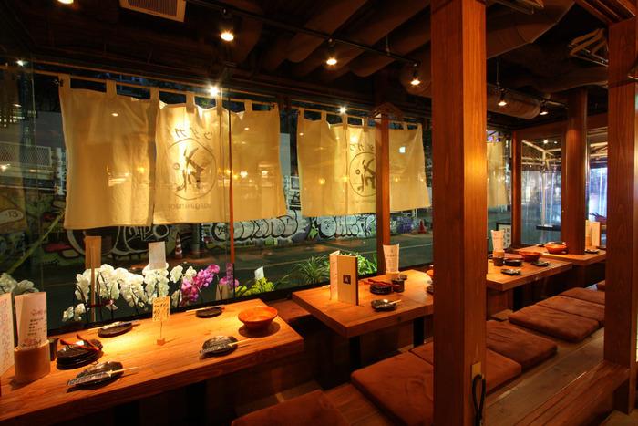 鉄板焼きと地酒が自慢の「ウダガワ 成ル」。味はもちろん、活気のあるサービスも評判の居酒屋さんです!