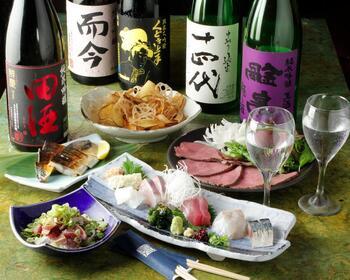 お肉の気分にもお魚の気分にも応えてくれる充実のメニュー。日替わりで20種類以上ある日本酒と一緒に、まったり楽しみましょう♪