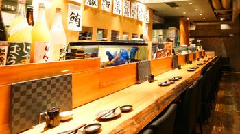 「魚真 渋谷店」は新鮮な魚をリーズナブルに楽しみたい時にぴったり♪お刺身はもちろん、焼き魚や煮付けも美味しいと評判です。