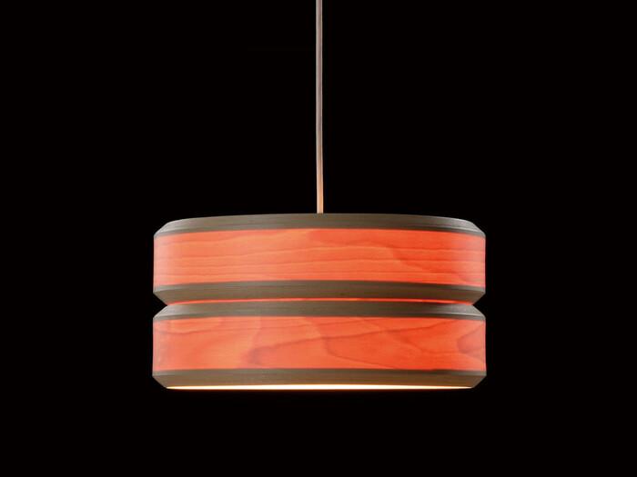 円形だけでなく、このようなデザインもありますよ。木の質感が和室のテイストにもぴったりです。