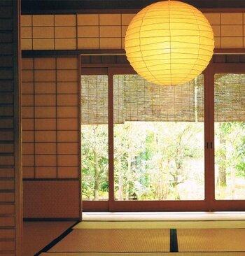 お家で過ごす時間が長くなった今こそ、自分らしく心地よく過ごせる空間を追求していきたいものですね。気になった「照明」は、機会を見つけてチェックしてみてくださいね♪  *画像/イサムノグチ Isamu Noguchi「AKARI  75D」