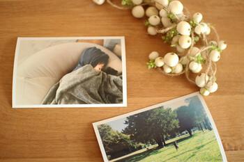 組み合わせる写真やお花によって、イメージも自在に広がります。飾り付けるスペースも自由なので、子供と一緒に作っても楽しそうですね。