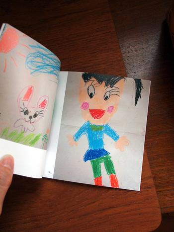 どんどん増えていく子供のアート作品。飾るスペースもなくなって来たら、フォトブックにして残すのもおすすめです。一冊の写真集にまとめておければ、手に取りやすく思い出もスッとよみがえります。