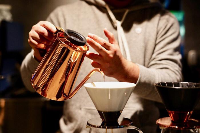 一杯一杯丁寧に淹れたオリジナルブレンドのコーヒーは格別。ワークショップなども行っていて、コーヒー好きなら一度は行ってみたいお店です。