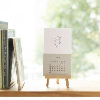 作家・イラストレーターのM.B.ゴフスタインのカード型カレンダー。無駄な線のないシンプルな絵柄ですが、とても可愛らしく毎月楽しみになるイラストが詰まっていて、まるで作品集のようです。 カレンダーとしての役目を終えたら、そのまま飾れそうですね。