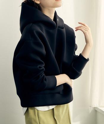 冬はどう着る?【黒パーカー】の大人な着こなし方&お手本コーデ