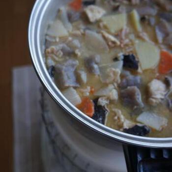 いつも赤味噌で豚汁を作っている方はたまには気分を変えて白味噌の豚汁はいかがでしょうか。いつもよりもまろやかでやさしい味になり、こちらも定番になるかも。