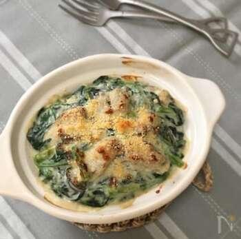 白味噌が入った和風のクリームソースがおいしいグラタン。クリームソースは作り置きしておけるので、週末に作っておけば忙しい夜に助かります。