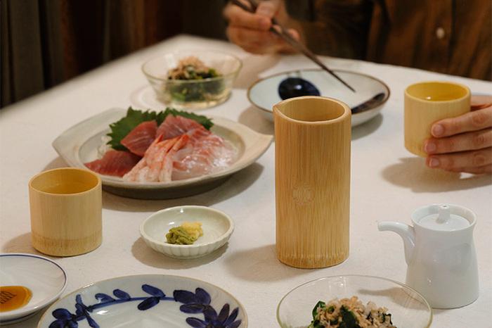 竹の食器は少ないので、テーブルに乗せれば個性が立って華やぎます。徳利や片口には注ぎ口がさり気なく付いていて、お酒も注ぎやすく作られています。