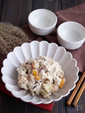 ほんのり甘くまろやかなさつまいもと柿の白和えは、旬の味をいただきたいときや、食卓に季節感を演出したいときにもおすすめです。